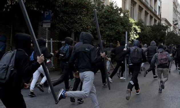 Protesto gösterilerinde Atina sokakları savaş alanına döndü