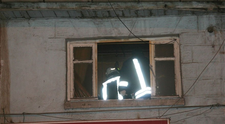 Tavandan dökülen kurtlar dehşeti ortaya çıkardı