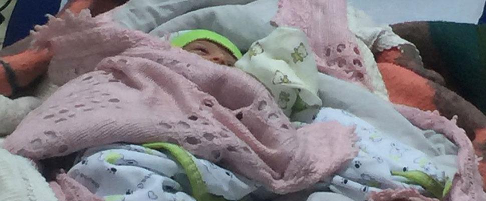 Yeni yıl bebeği cami avlusuna terk edildi