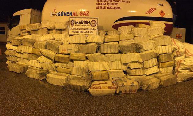 Drone ile takip edilen tankerden 252 bin paket kaçak sigara çıktı