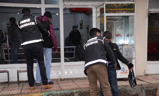 Diyarbakır'da okul önlerinde narkotik operasyonu