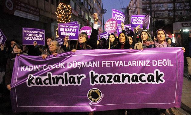 Kadıköy'de kadınlardan 'Diyanet' protestosu