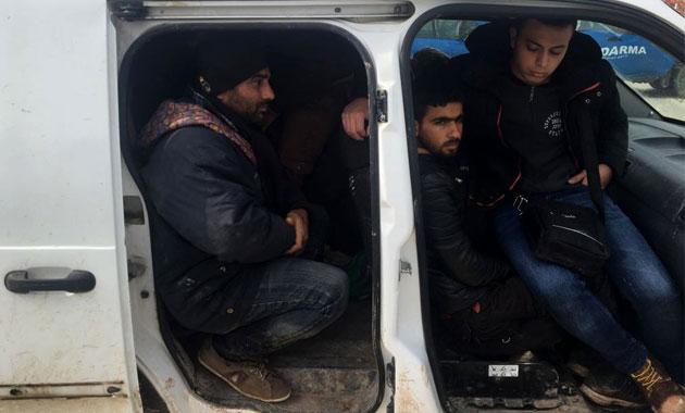 Yayladağı'nda Suriyeli 17 kaçak yakalandı