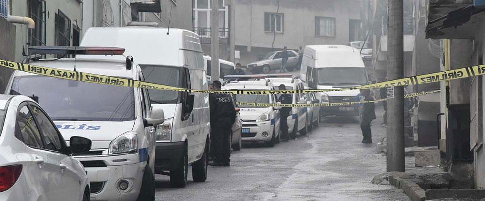 Polis memuru, firariyi kovalarken kendi tabancasıyla yaralandı
