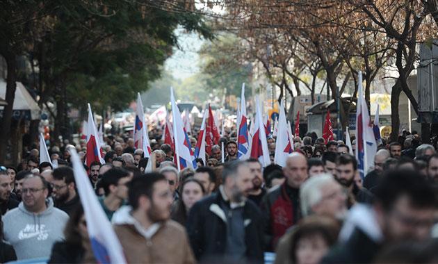 Atina'da 'istikrar yasası' oylaması öncesinde protesto