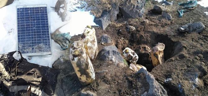 Ağrı Dağı'nda PKK'lılara ait güneş paneli ve yaşam malzemeleri ele geçirildi