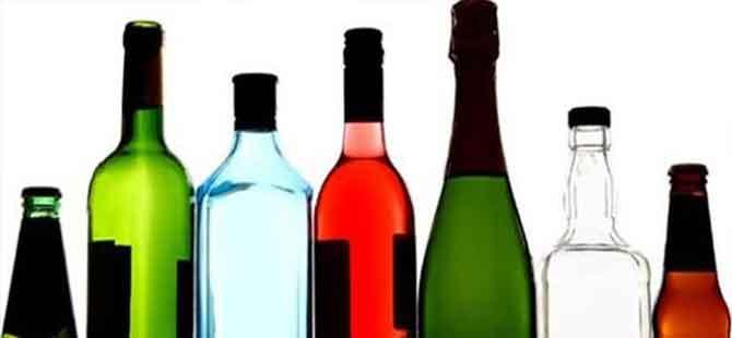 İngiltere'de koronavirüs önlemleri: Alkollü içki satan mini marketler 'açık kalması gereken noktalar' arasına girdi