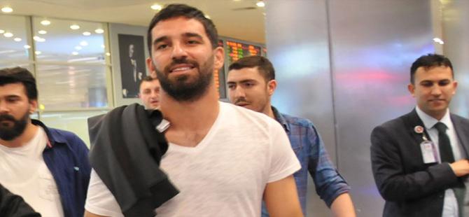 Başakşehir, Arda Turan'ı resmen açıkladı
