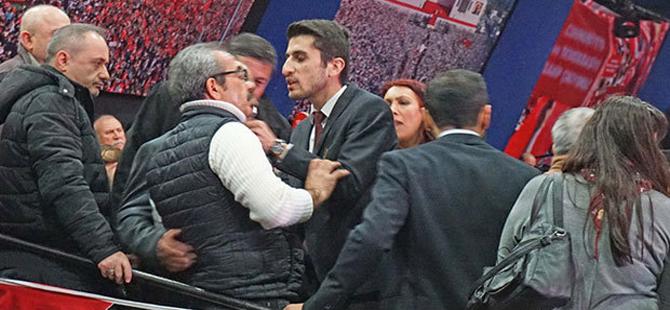 CHP İstanbul İl Kongresi'nde 'usulsüzlük' gerginliği