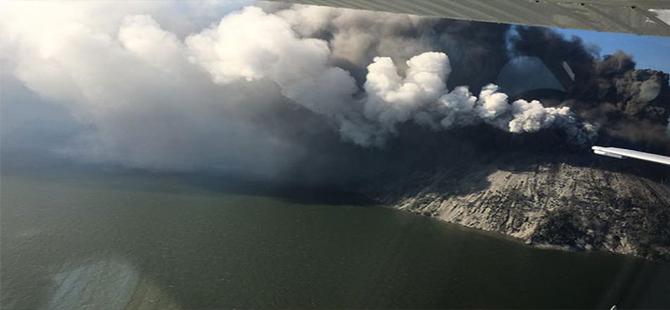 Papua Yeni Gine'de bir yanardağ kül püskürtmeye başladı