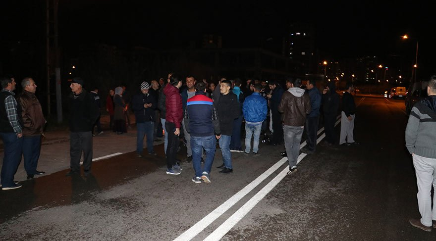 Elektrik kesintilerine isyan eden vatandaşlar yol kapattı