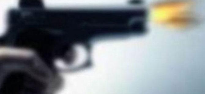Başakşehir'de esrarengiz olay! Bir araca kurşun isabet etti