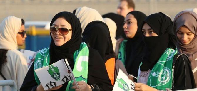 Suudi Arabistan'da kadınlar ilk kez bir futbol maçını stadyumda izledi