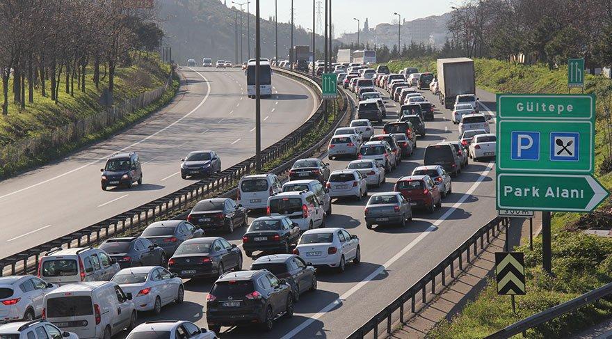 TEM İzmit Tünellerinde otomobil takla attı: Trafik felç