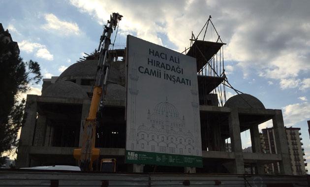 Cami inşaatında iskele çöktü! Yaralılar var