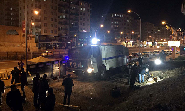 Diyarbakır'da polis noktasına el yapımı patlayıcı ile saldırı