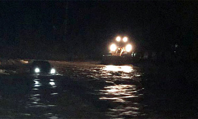Milas'ta sele kapılan otomobildeki kadın öldü, koca kayıp