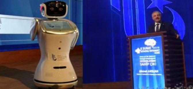 Robot, Bakan Arslan'dan özür diledi