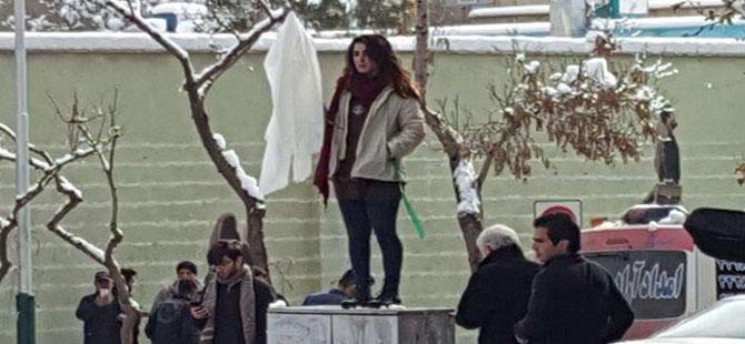 İran'da başörtüsünü çıkaran 29 kişi tutuklandı