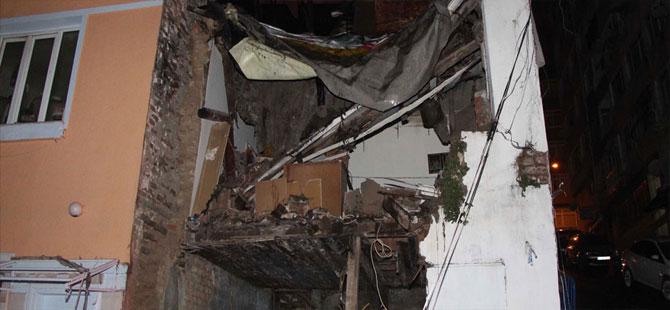 Şişli'de iki katlı ev çöktü