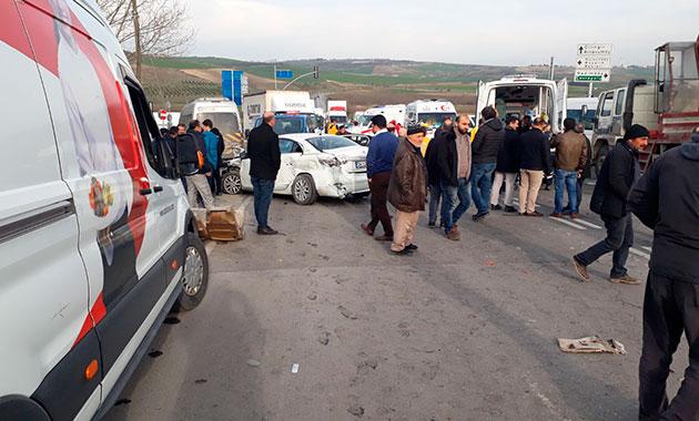 Arnavutköy'de öğrenci servisi kaza yaptı