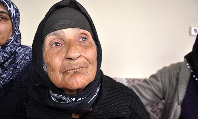 79 yaşında, 10 çocuk ve 50 torunu var ama kimliği yok