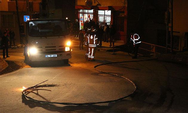 Kağıthane'de kopan elektrik kablolarındaki patlamalar paniğe yol açtı