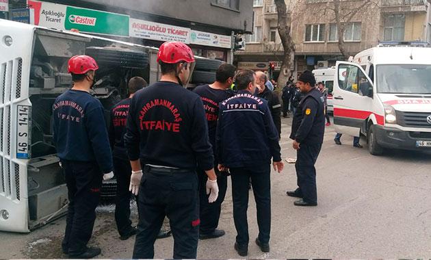Üniversitelileri taşıyan servis midibüsü devrildi: 29 yaralı