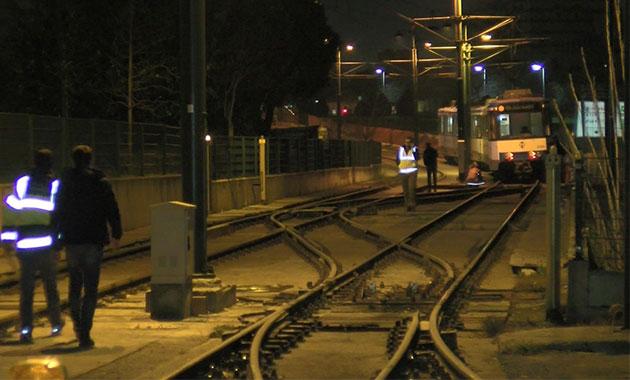 Topkapı'da tramvay raydan çıktı; seferler yapılamıyor