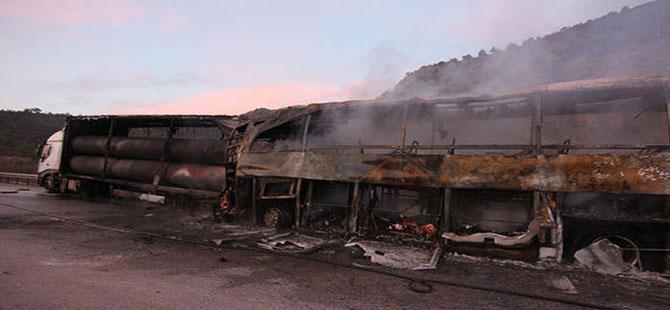 TIR'a çarpan yolcu otobüsü yandı… Çok sayıda ölü ve yaralı var