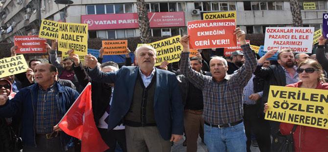 İzmir Büyükşehir Belediyesi önünde pazarcılar eylem yaptı
