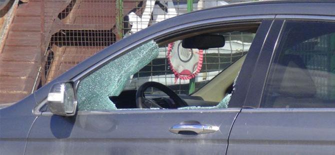 Otomobilin camını kırıp içindeki 20 bin lirayı aldılar
