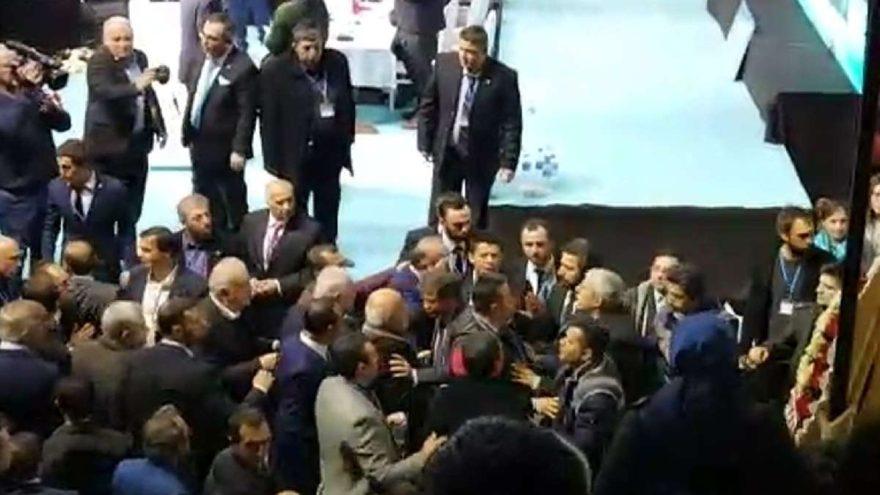 Salonda arbede çıktı! İYİ Parti'nin Sakarya'daki kongresinde 'imza' krizi