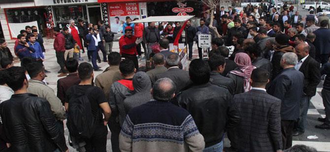 Şanlıurfa'da seyyar satıcının zincirli eylemi