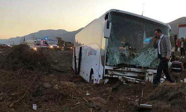 İskenderun'da otobüs ile TIR çarpıştı: 10 yaralı