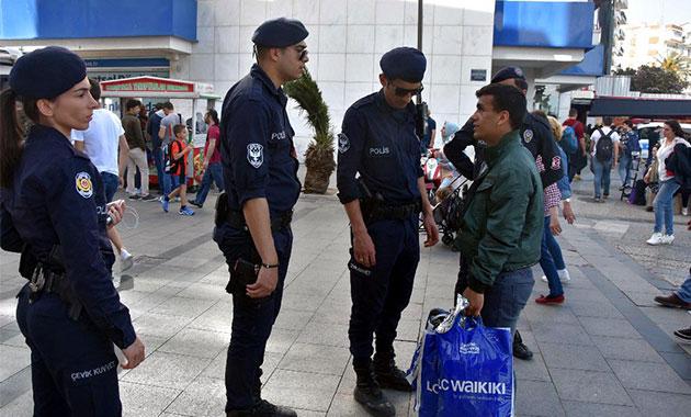 Karşıyaka çarşısında bomba ihbarı alarmı