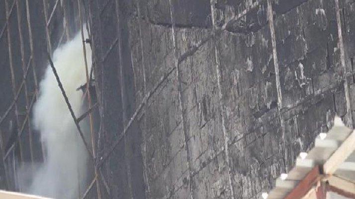 Yanan hastaneden duman yükseldi, itfaiye binaya geldi