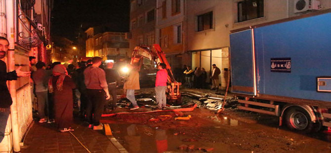 Boru patladı, bir haftada ikinci kez sokağı su bastı