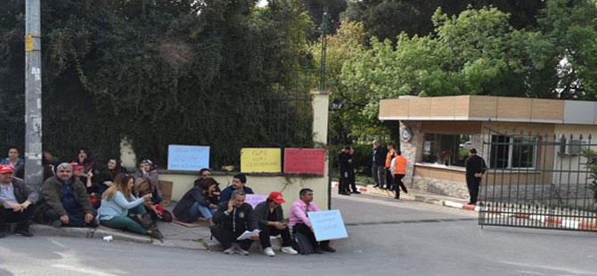 Ege Üniversitesi'nde çalışan işçilerden güvenlik soruşturmasına karşı oturma eylemi