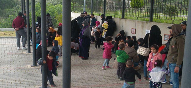 Foça'da 108 kaçak ve 5 organizatör yakalandı, 4 kişi tutuklandı