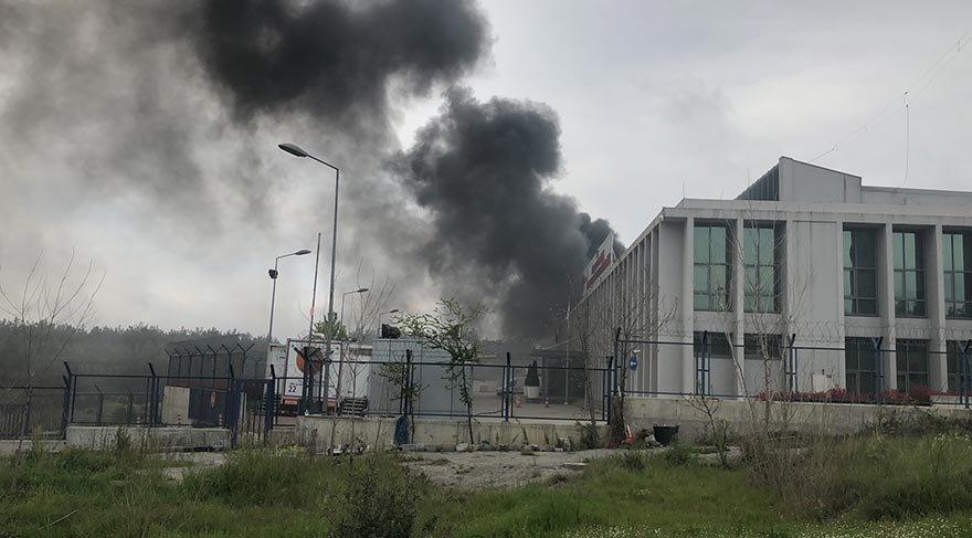 AFAD binası içinde otobüs yangını