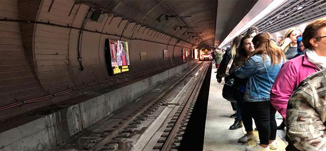 Sirkeci Marmaray İstasyonu'nda bir yolcu raylara düştü