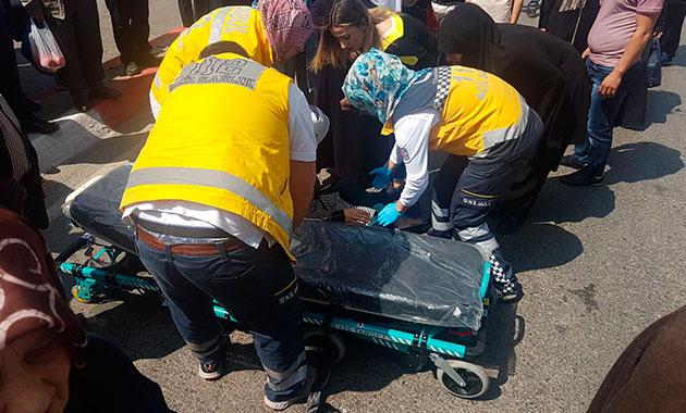 Sultanbeyli'de otomobil yayalara çarptı