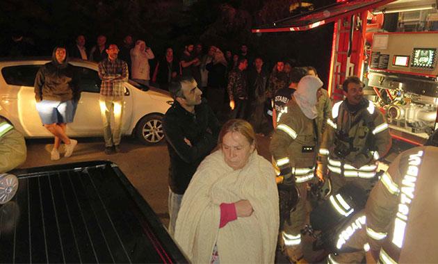 Kartal'da yangın paniği; 8 kişi hastaneye kaldırıldı