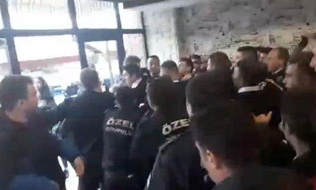 Üniversitelilerle özel güvenlikçiler arasında arbede