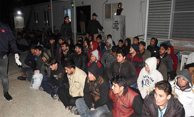 Adana'da 318 kaçak göçmen ile 16 organizatör yakalandı