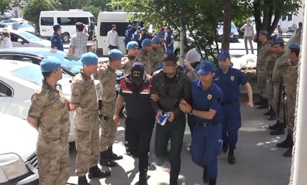 Kumar şebekesine baskını haber veren 2 asker yakalandı