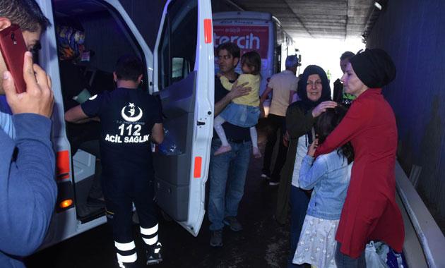 Halk otobüsü bariyerlere çarptı: 4 yaralı