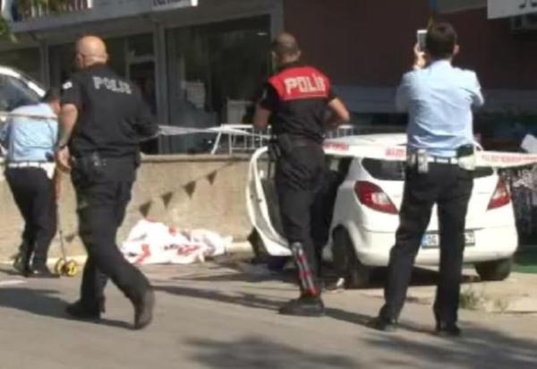 Araç yayaların arasına daldı: 1 ölü, 6 yaralı