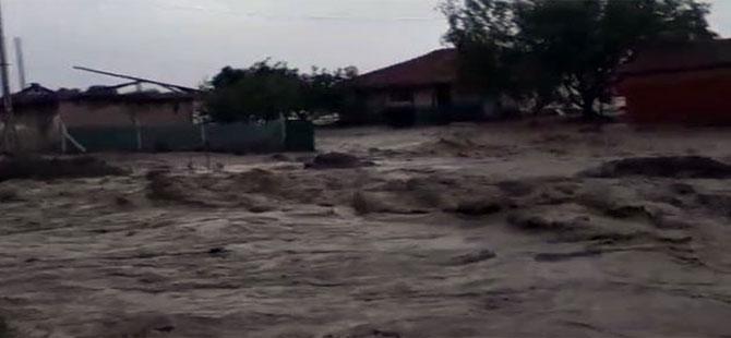 Ankara'da sel suları önüne gelen her şeyi yuttu